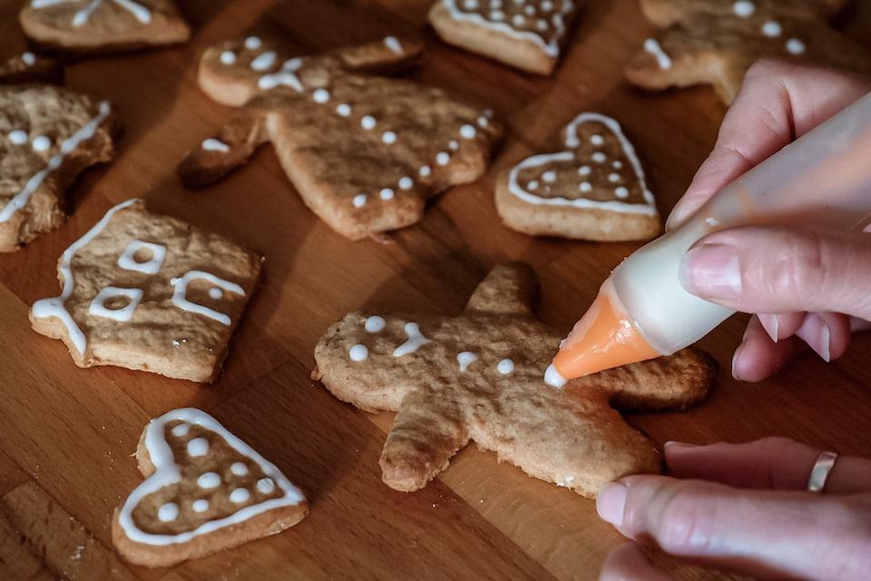 Decorare biscotti allo zenzero