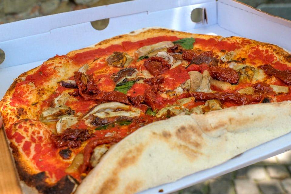 Pizza a Calatabiano